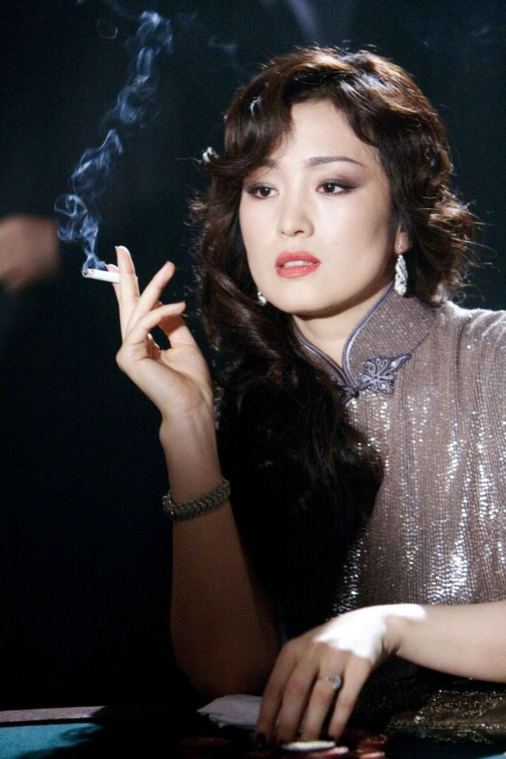 Chen Wei is a sophisticated woman. She is always seen wearing traditional Chinese garments. (Gong Li)