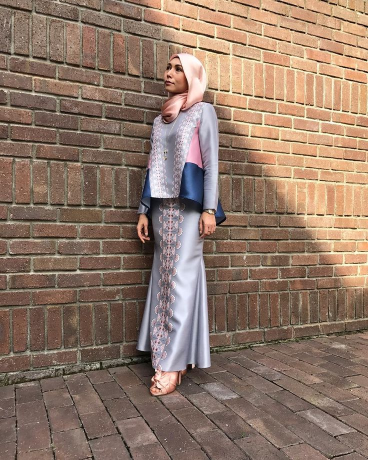 """618 Likes, 8 Comments - Juliana Ashburn (@jue_ashburn) on Instagram: """"Silver grey theme for today's event  Wearing @mimpi_kita X @fashionvalet kurung set with a…"""""""