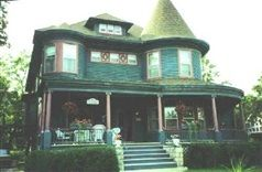 The Carriage House Bed & Breakfast in Grinnell, Iowa   B&B Rental