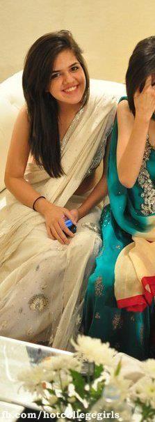 Pakistan Teenage Girls Hot Show | Hot College Girls
