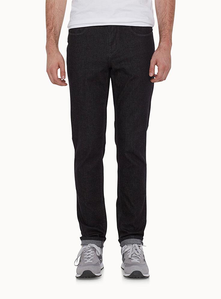 Exclusivité du 31 pour homme - L'incontournable jeans pigmenté noir - Notre style nommé London qui définit un pantalon à jambe étroite et taille basse - Denim de coton stretch tout confort Le mannequin porte la taille 32