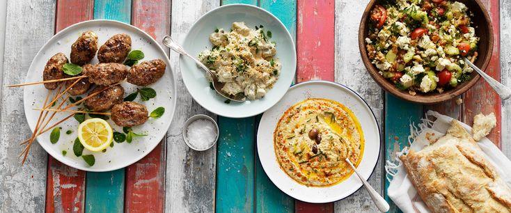 Vad blir det för mat? Vi hjälper dig att lyckas i köket med snabba, lättlagade och populära recept för vardag och fest. Recepten är alltid genomtänkta och provlagade i Arla Köket för att du ska nå ett gott resultat.