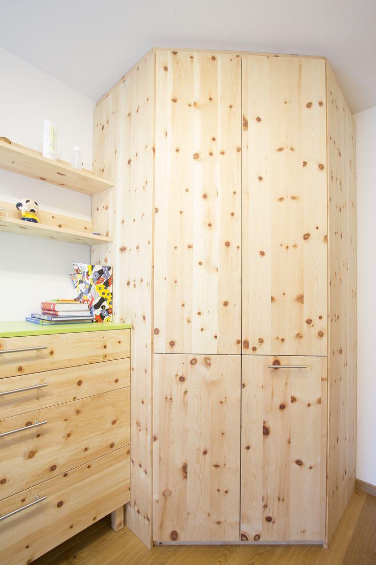 Trend Deckenhoher Einbau Eckschrank aus Zirbenholz f r besonders viel Stauraum