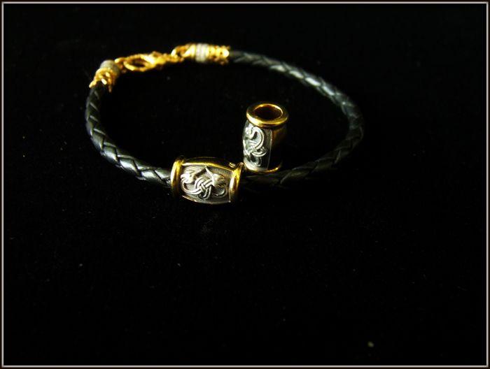 Бусина Кельтский узел  , на кожаном браслете