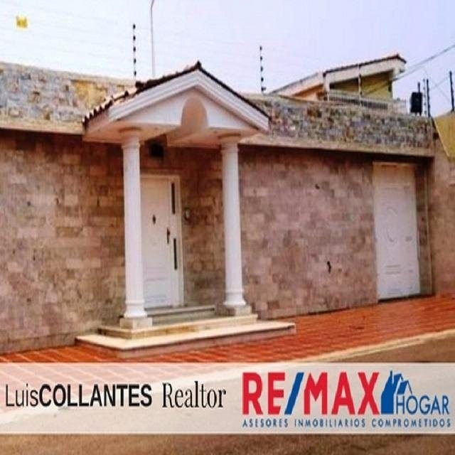 En Venta Excelente Casa de 5Hab + Serv, puestos de estacionamiento para 10 vehiculos, pisos de marmol, inmueble totalmente actualizado... Precio=130.000$  LUIS COLLANTES 04140633631 #realtor #inmueble #casa #sevende #maracaibo #zulia #venezuela #asesor #inmobiliario #LuisCollantes #localrealtors - posted by LUIS COLLANTES 🔑🗺 REMAX https://www.instagram.com/luiscollantes_remax - See more Real Estate photos from Local Realtors at https://LocalRealtors.com