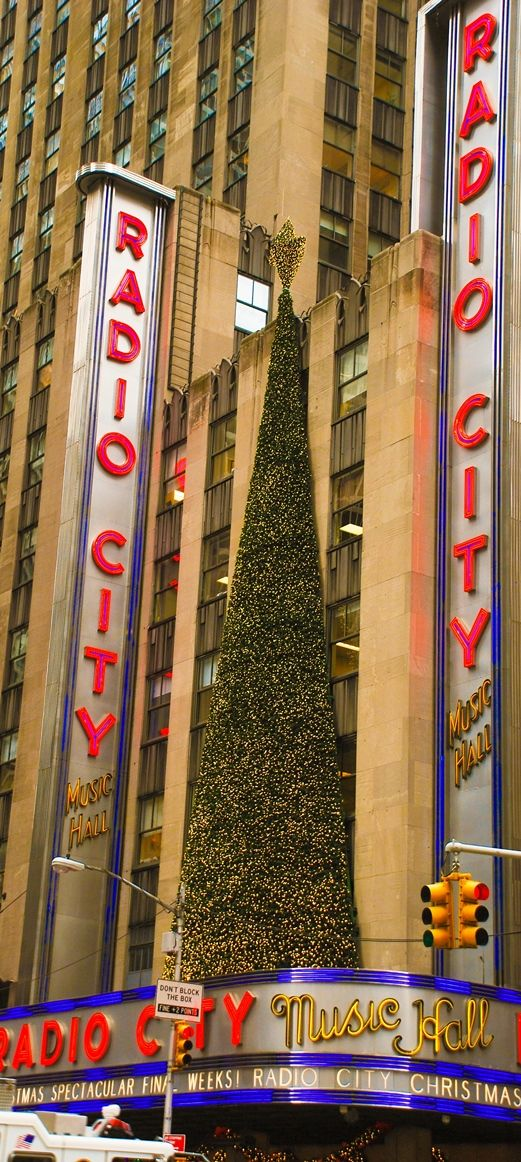 Radio City Music Hall is home to the traditional NYC Christmas show – The Radio City Christmas Spectacular featuring the women's dance team known as the Rockettes.  10 Things To Do in NYC in December