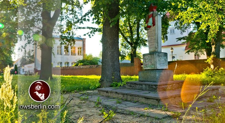 Sowjetisches Ehrenmal in Berlin-Staaken.  В память об освобождении г. Штаакена Красной армией.  Soviet war memorial in Berlin-Staaken.