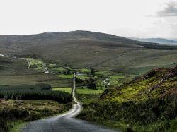 Het prachtig glooiende landschap van Ierland