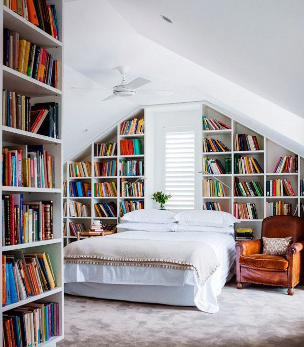 Now this is my kind of bedroom :)  Oh how I wish every room in my house had nothing but shelves...