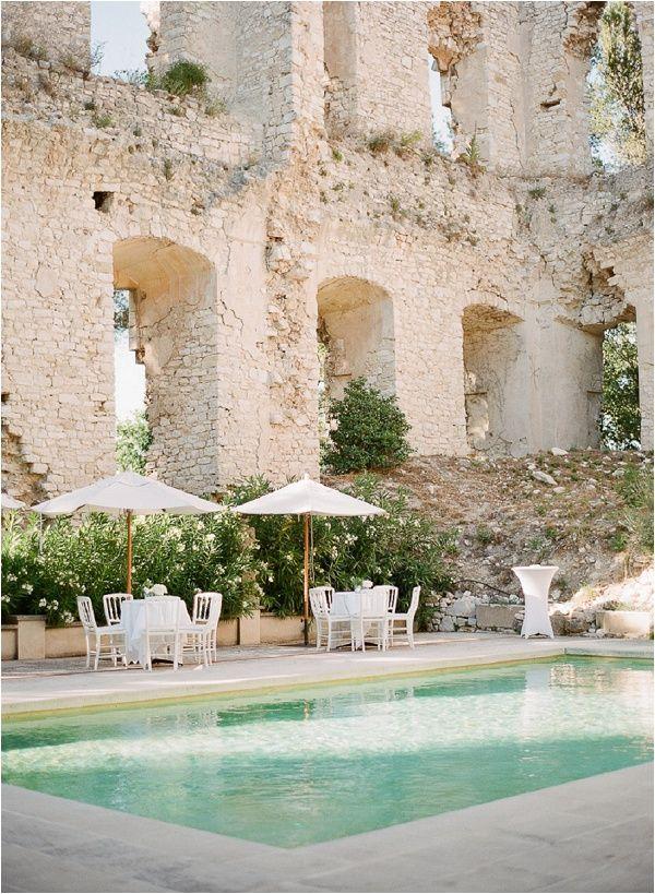 Chateau de Grimaldi - Aix en Provence  Les ruines du Palais et la vieille chapelle