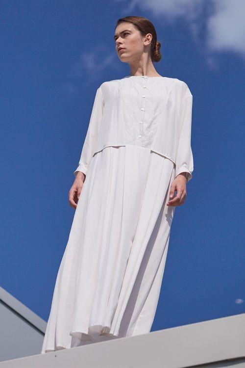 Купить Платье СО СКЛАДКАМИ на пуговицах шёлк из коллекции «…И ВХОДИТ ЖЕНЩИНА» от Lesel (Лесель) российский дизайнер одежды