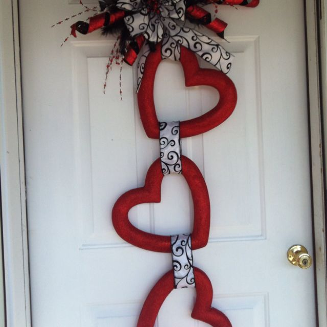 Look At This Clever Diy Valentine S Day Door Wreath So Easily Done By Using