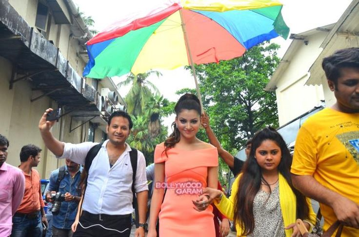Urvashi Rautela arriving on the sets of So You Think You Can Dance for the promotios of her movie Great Grand Masti
