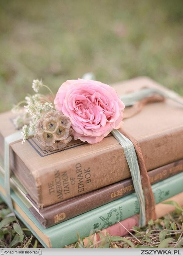 Simple Centerpiece----could do with books on music or sheet music...instruments?? Kb