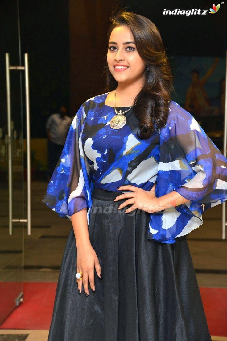 Sri Divya - Tamil Actress Image Gallery