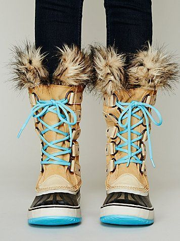 Joan Of Arctic Boot I would love them more without the blue.