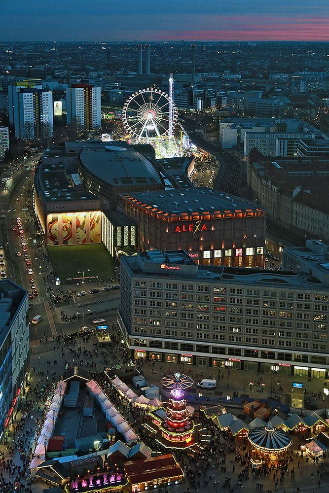 Berlin von oben (02) , am Alexanderplatz von Hans-Peter Möller