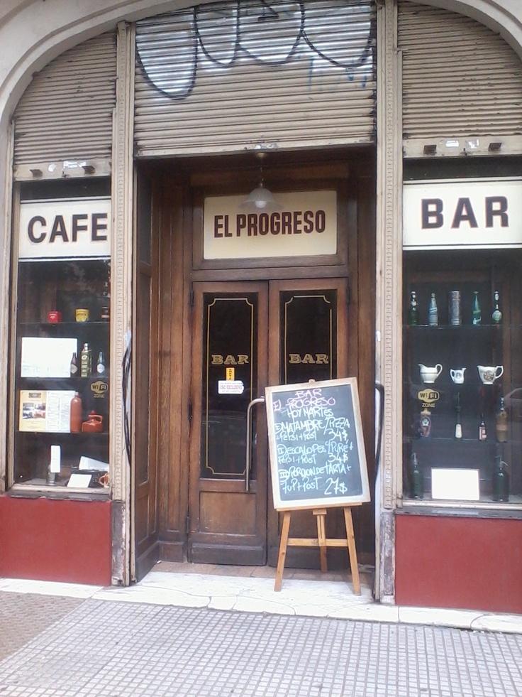Café- Bar El Progreso.-Av.Montes de Oca 1702, Barracas, CABA, Argentina
