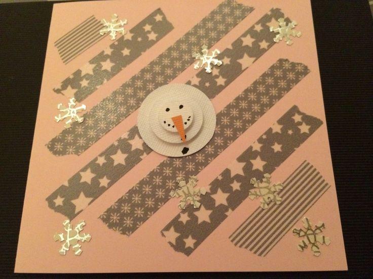 Rosa julkort och washitejp i grått från Rusta. En anögubbe gjort från tre olika cirkelstansar. Utstansade snöstjärnor från vitt och silvrigt papper. Christmas card in pink and grey. Snowman from circle punch with grey washi under.