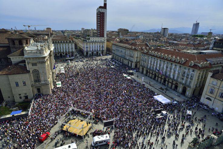 veduta aerea di Piazza Castello durante il comizio di Beppe Grillo