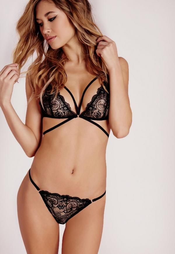 Ready to get your hands on some of the hottest lingerie in town?! We're lusting over this romantic-femme bra engineered with edgy cross-front straps. This beaut is a must have for updating your sexy lingerie collection and in a fierce black...