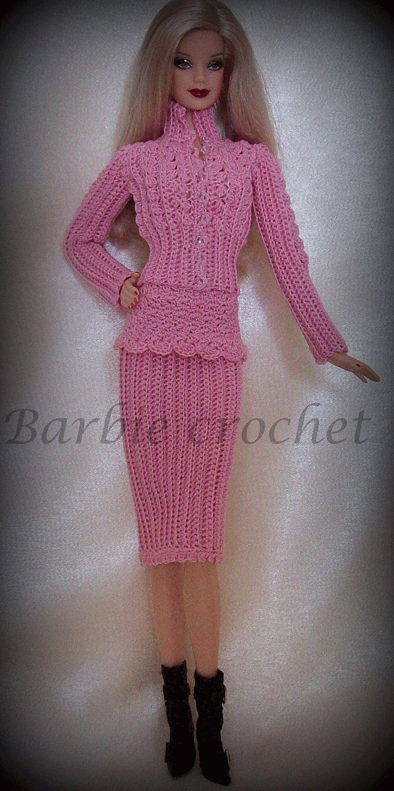 Crochet Dress for Barbie basics. It is composed of a jacket which opens to the front and from a skirt of the same color that reaches the knee. The