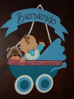 Cartel para puerta, con formato de carriola o cochecito de bebé.