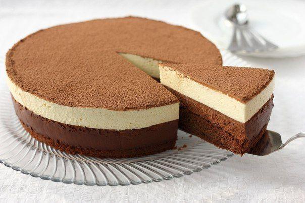 Торт «Шоколадный дуэт».До чего же вкусный, воздушный и нежный этот торт! Торт Шоколадный дуэт — очень нежный, воздушный, вкусный и красивый. Приготовьте торт-мусс по этому рецепту, он вам понравится!Вам потребуется:Бисквит:Мука - 60 граммКакао - 20 граммСахар - 60 граммМасло сливочное - 50 граммЯйца - 3 штукиВанильный сахар - 1-2 чайные ...