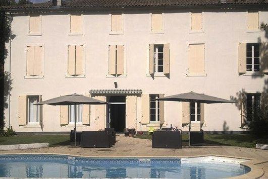 Van 9 tot 19-7 nog 1 familiesuite beschikbaar in de Lot et Garonne. Reserveer 'm op  http://www.mrsnomad.nl/accommodaties/landhuis-lot-et-garonne-frankrijk/