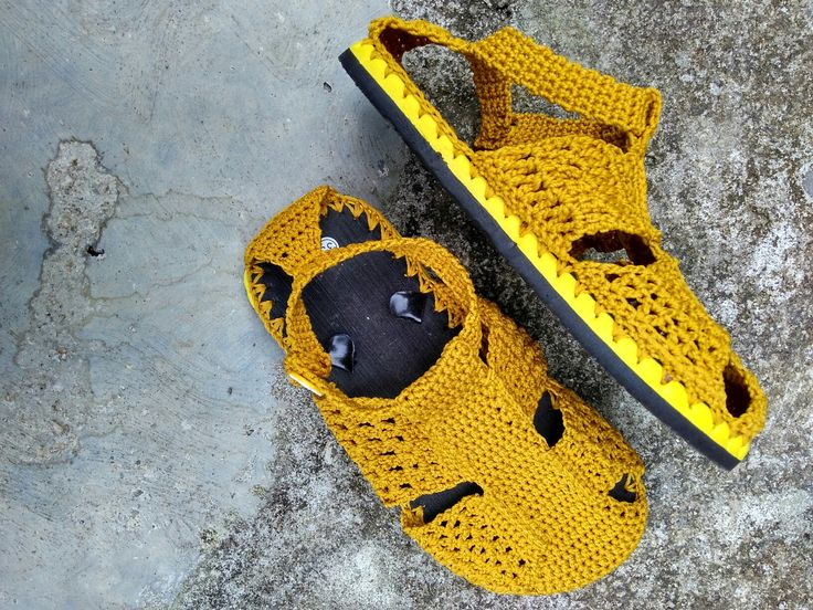 Crochet shoes from flip flops  Material polyester yarn