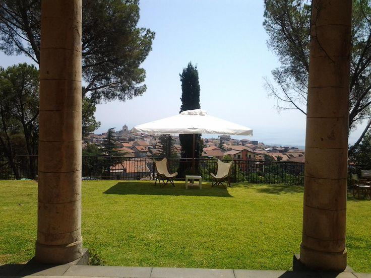 This garden with amazing view belongs to a beatiful italian villa #southernitaly #garden #view #villa