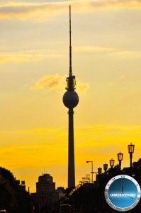 Berliner Fernsehturm  Uhrzeit Berlin und weitere Infos, Bilder und Videos auf http://uhrzeiten.biz