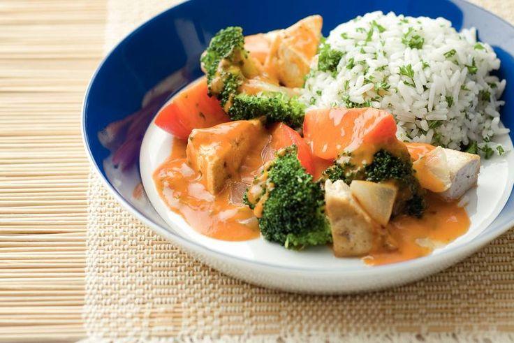Kijk wat een lekker recept ik heb gevonden op Allerhande! Thaise curry van tofu en broccoli