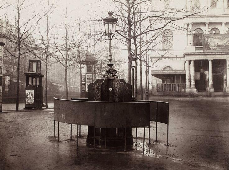 Flaneur. Urinarios públicos (1876)