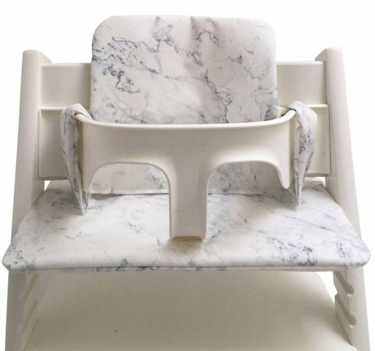 Stoelkussen met marmer print, geschikt voor de Stokke trip trap. Dit witte kussen is gemaakt van gelamineerde stof, waardoor het makkelijk is af te nemen.