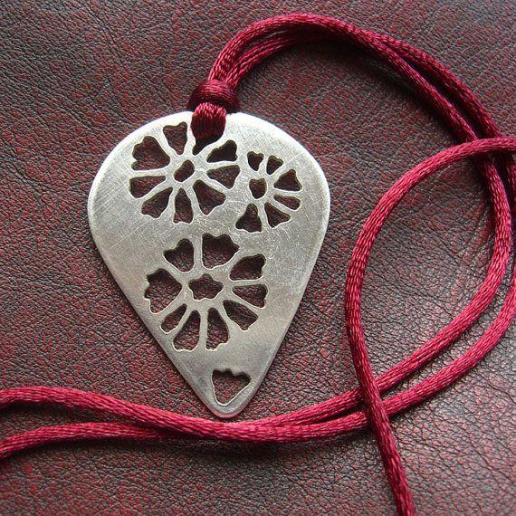 Sterling Silver Flower Fossil Necklace por Tresorsdeplata en Etsy