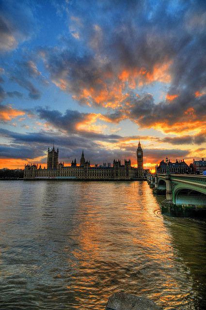 Sunset at the Houses of Parliament & Big Ben, London by 5ERG10, via Flickr