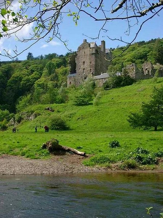Neidpath Castle, Scottish Borders copyright Gordon Brown