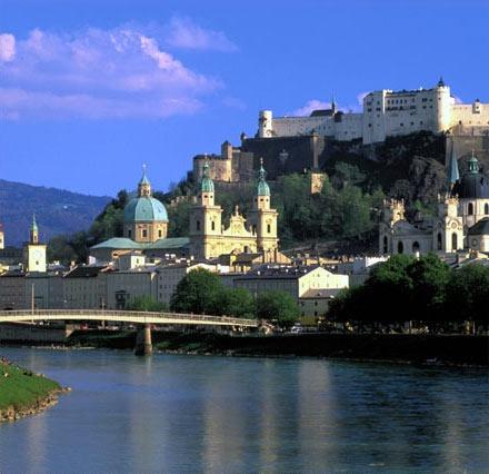 http://www.ente.at/en-salzburg-sightseeing.shtml  Hotel Goldene Ente - Located in the city center of Salzburg.