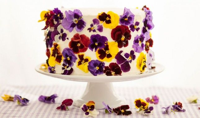 1000+ ideas about Edible Flowers Cake on Pinterest ...