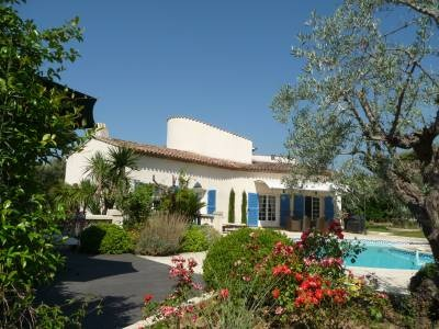Fantastic 5 bed villa in Valbonne offering spacious living of  240m² with swimming pool: