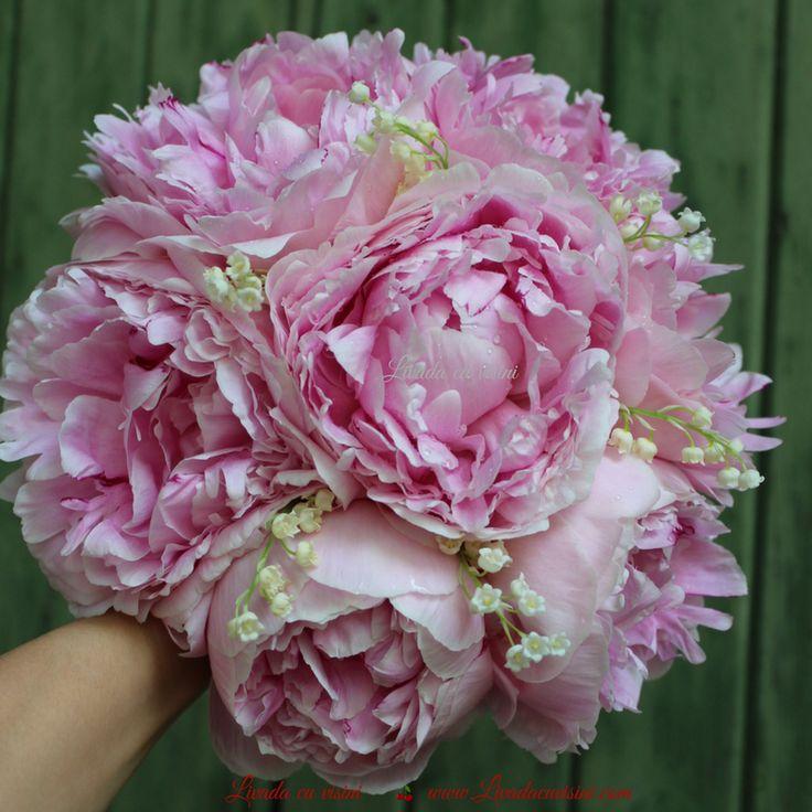 #buchet #nunta #mireasa #flori #bujori #lacramioare #margaritar #bride #bouquet #madewithjoy #paulamoldovan #livadacuvisini #wedding #flowers #weddingflowers #idoflowers #shesaydyes #sayitwithflowers #peonies #peony #convallaria #scent #elegant