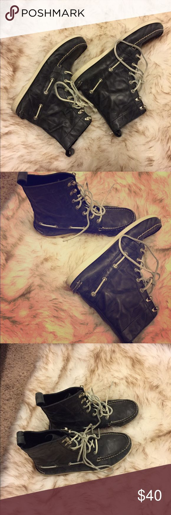 Black sperry boots size 7.5 Color: black ; size/ 7.5 ; wear once no return Sperry Top-Sider Shoes Combat & Moto Boots