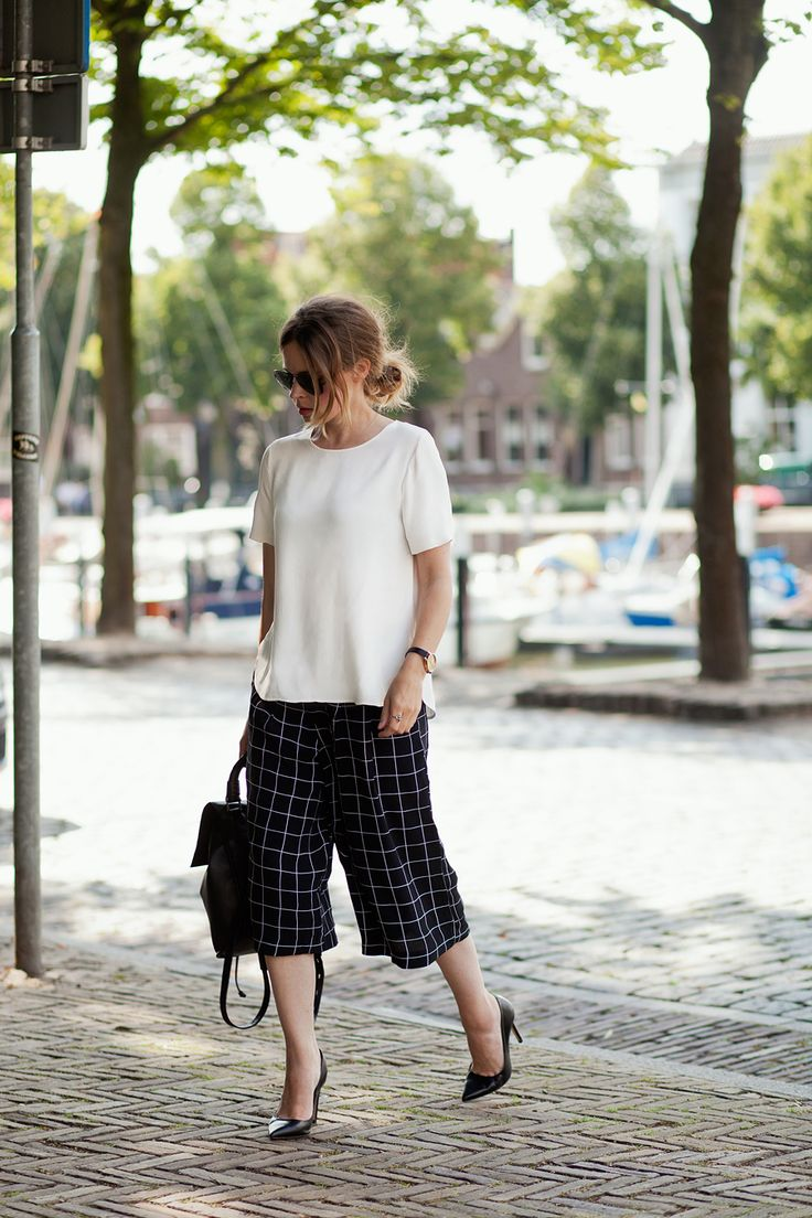 Culottes - we love them. Tucked out t.shirt keeps it low key, while the heels indicate business mode.