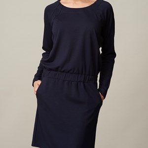 AISHA favorite dress, dark blue. The dress for every occasion. Can be casual with a pair of tights and flats or dressed for party with stilettos. The fabric is stretchy which makes it super comfortable to wear. Our absolute bestseller!  Coloured by the eco-tex standards.
