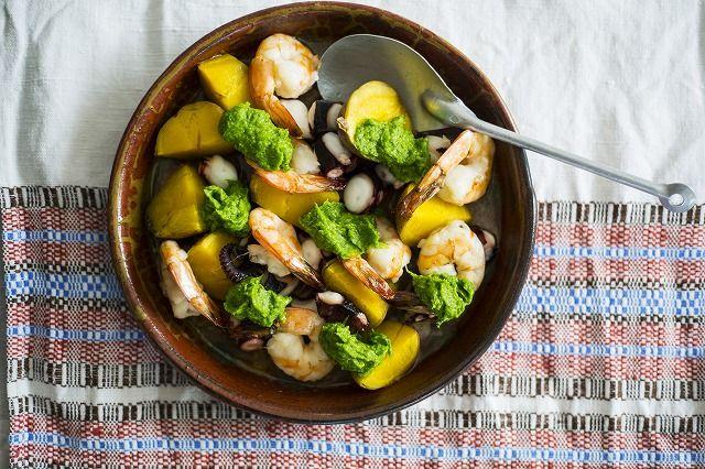 タコとエビ、ジャガイモのグリル 菜の花ジェノベーゼ風ソース添え