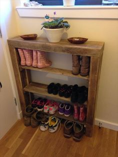 this diy reclaimed pallet shoe rack is just best solution to organize your shoes pairs and can fit easily to your narrow interior spaces this diy pallet