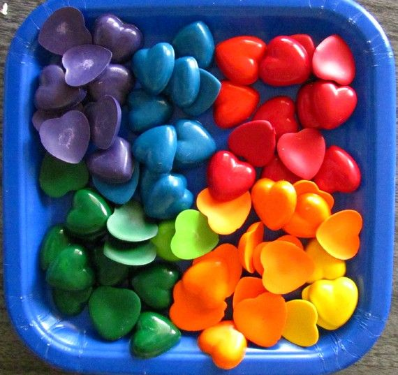 Favor Ideas for the kiddos: Crafts Ideas, Crayons Heart, For Kids, Rainbows Colors, Rainbows Heart, Parties Favors, Crayons Parties, Favors Ideas, Heart Crayons