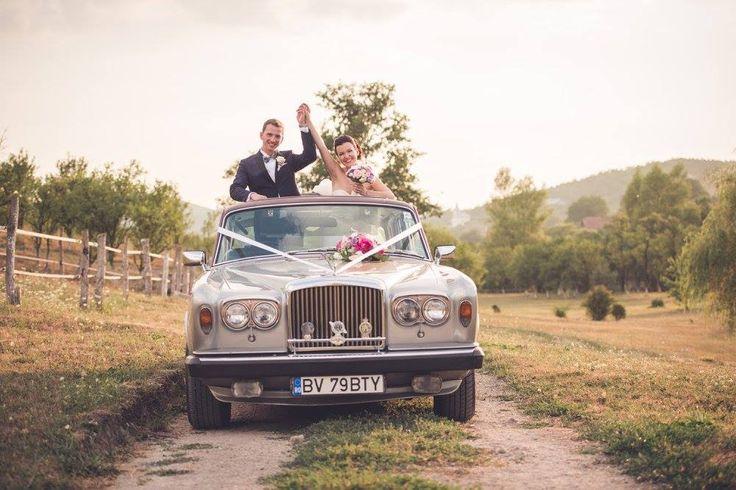 Pentru ca lucrurile bune se împart in doi..ei doi nu si-au unit doar mainile..si-au unit si inimile <3   #MomentsofHappiness :)   #WeddingIdeas   #pureJOY