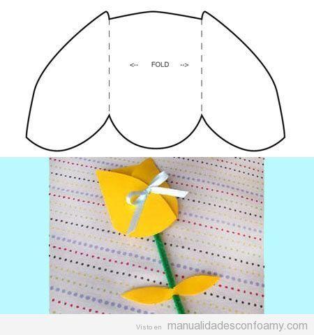 Tulipán en goma eva con plantilla para descargar | Manualidades con Foamy | Fotos, vídeos, tutoriales e ideas para hacer manualidades con foamy para niños
